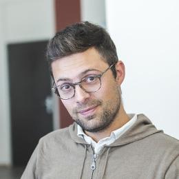 Chris, Giám đốc Thiết kế